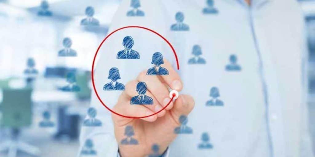 Après avoir pensé à votre entreprise, vous devez maintenant vous orienter vers votre cible. Qui sont-ils ? Est-ce des entreprises ou des consommateurs directs ?